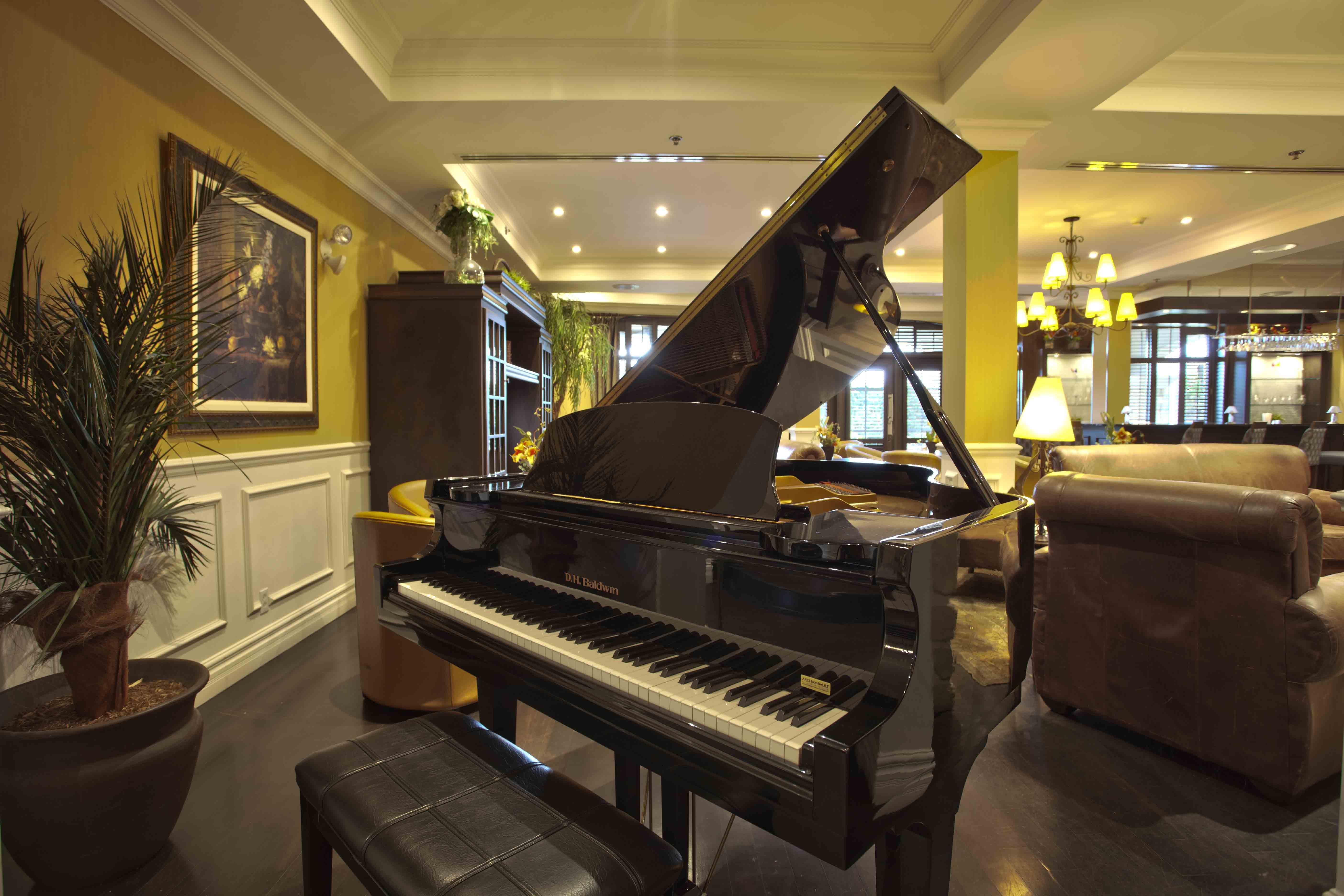 St Martin Piano Bar